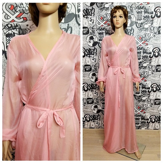 pink lace lined robe pale rose lace robe Vintage lace robe short robe with lace ruffles and ribbon trim medium size lace housecoat