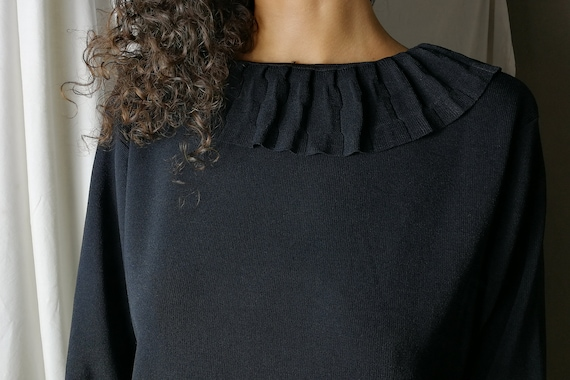 Black knitwear cardigan with ruffles - image 10