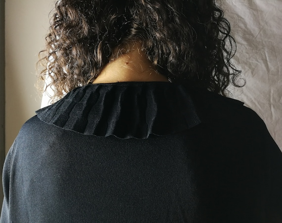 Black knitwear cardigan with ruffles - image 9