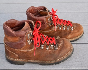 1334971608e Vintage Colorado brand leather hiking boots. Brown sueded leather uppers,  size 7, rubber outsole.