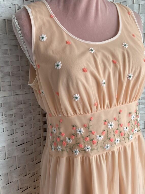 vintage 1960s/cottagecore dress/spring/flower emb… - image 3