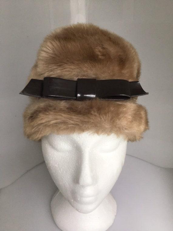 Women's vintage  bucket cozy faux fur hat
