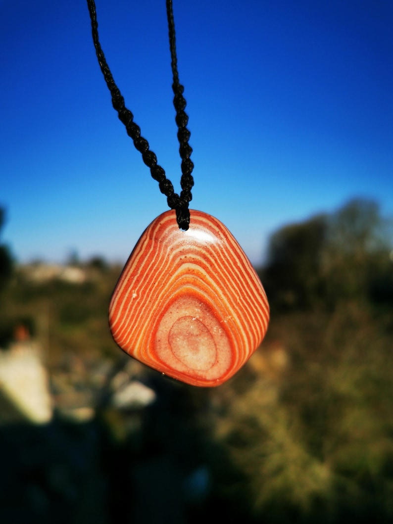 Calm rare stone and fluidizes our emotions. Agate with a well-drawn eye Shamanic necklace with Agate