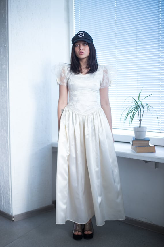 Vintage 90's Cream Puff Sleeved Wedding Dress