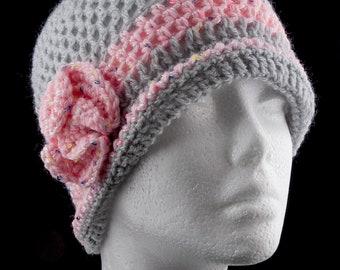 Cappellino donna retrò in lana grigio e rosa realizzato ad uncinetto (Pezzo  unico) ded866ed3b2f