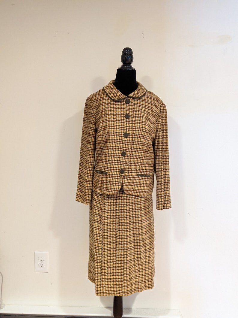 Vintage 1950s Yellow Size Medium Green and Brown Houndstooth Wool Skirt Suit with Jacket