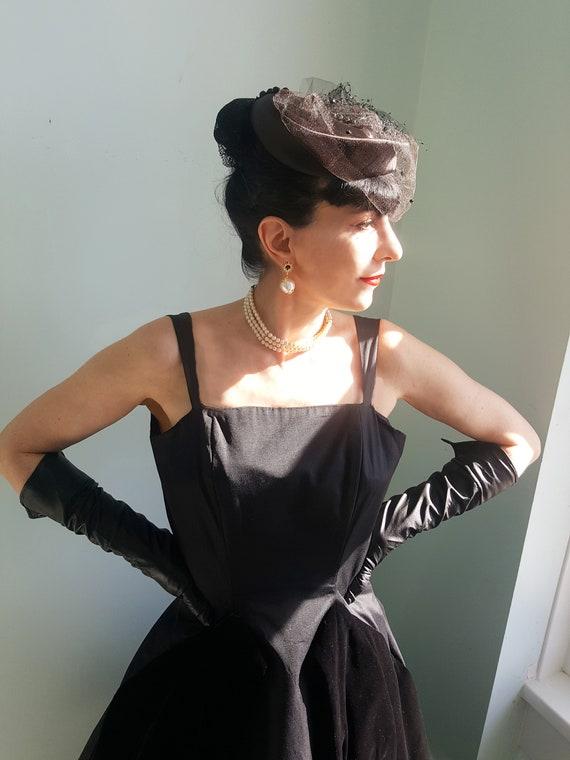 Elsa Schiaparelli satin & net veil 1940s hat - image 1