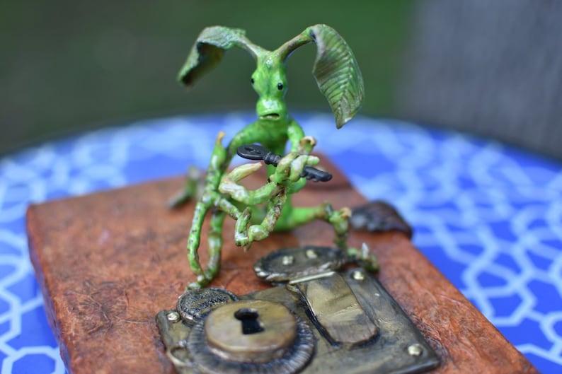 Fantastic beasts pickett bowtruckle newt scamander book case