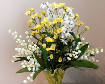 Mother's Day, Flower arrangement, daisy, lily of the valley, yellow, Italian glass, Italian vase, Wedding, gift, Bridal Shower, Baby Shower