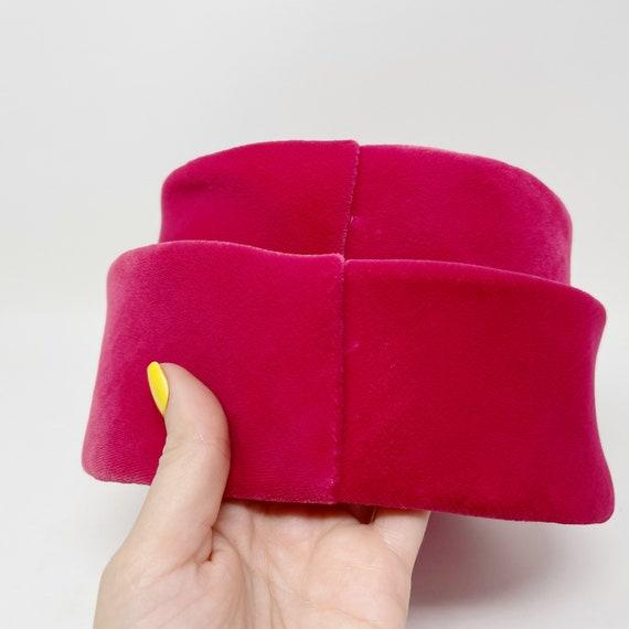 50s 60s Pink Velvet Union Made Pillbox Hat ILGWU - image 6