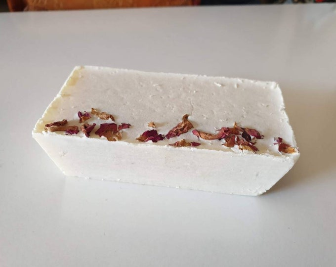 Rosehip soap and oat flakes