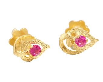 18ct Gold Ruby Leaf Stud Earrings | Vintage 18k Gold Ruby Nature Earrings | Second Hand Ruby Studs | Pre-Owned Gold Ruby Jewellery