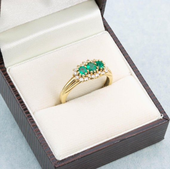 18ct Gold Emerald & Diamond Triple Cluster Ring |… - image 8