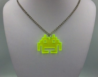 Retro Gaming Key Rings 4 Acrylic Pixel Space Invader Charms Jewellery Making