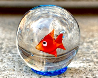 Murano glass goldfish, red fish in a bag of water miniature. Figurine made in Venice. See my statuettes lampwork glass sculptures of animals