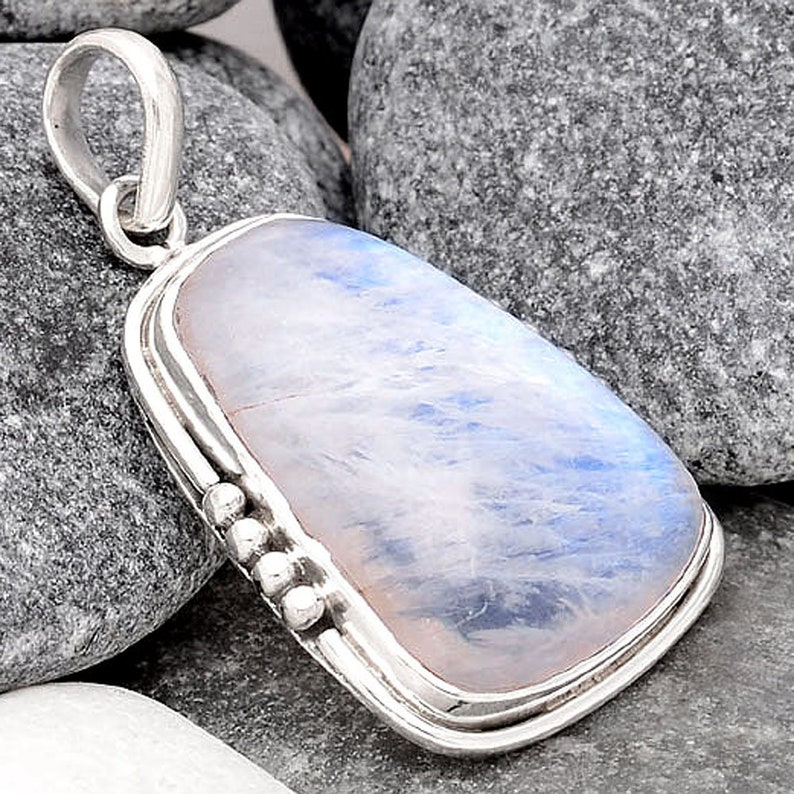 Natural Rainbow Moonstone India 925 Sterling Silver Pendant Jewelry SDP70187