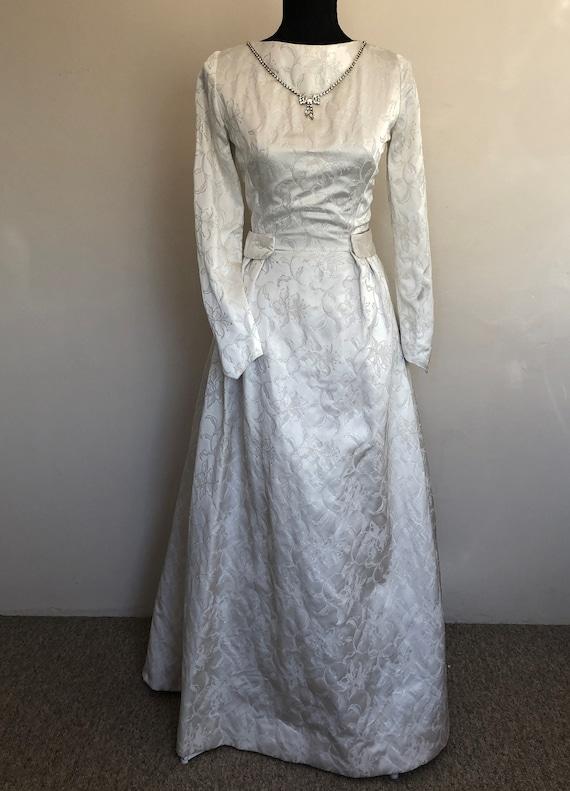 Stunning 1950s vintage silver thread brocade weddi