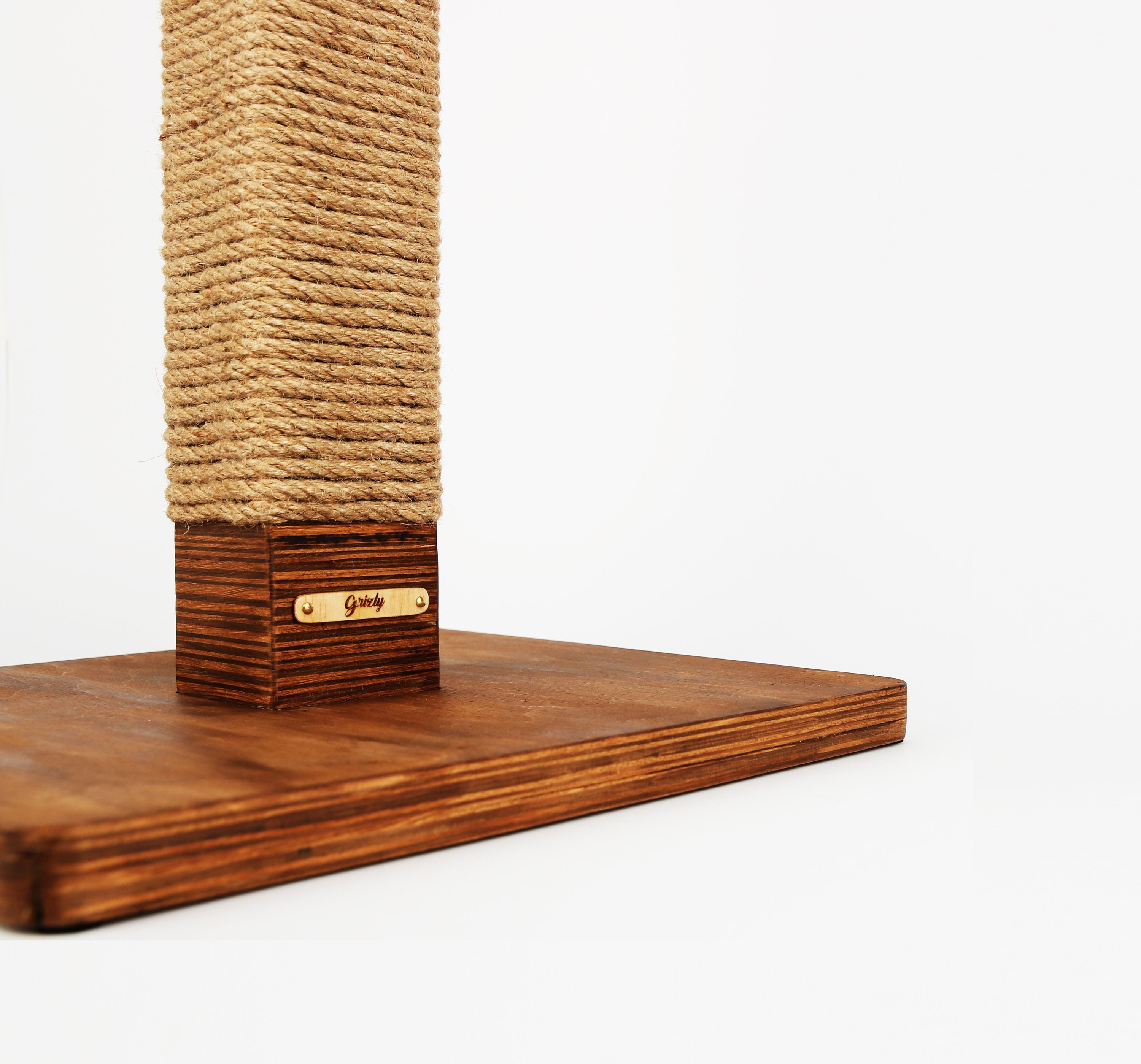 Luxury Custom Cat Scratcher Personalized Wooden Cat Scratching Post Cat Toy Personalized Different Colors Of Wood 20 Metrs Of Rope