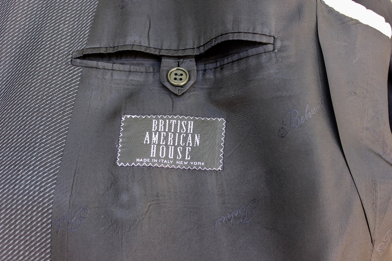 Navy Blue w diagonal stripe NYC newer vintage -Belvest- Men/'s Double Breasted Blazer Size 42 Italy British American House MOP buttons