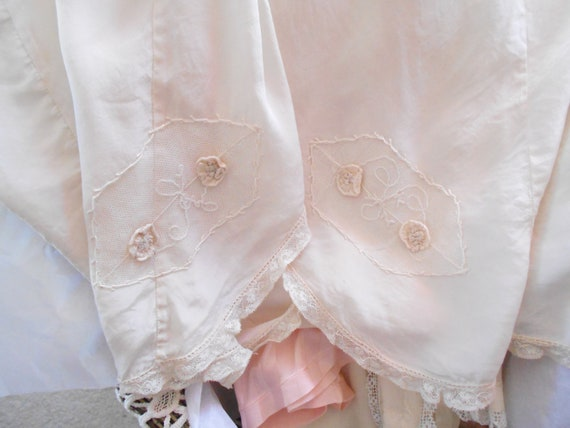 1930's Off White Silk/Embroidered Flowers Tap Pant