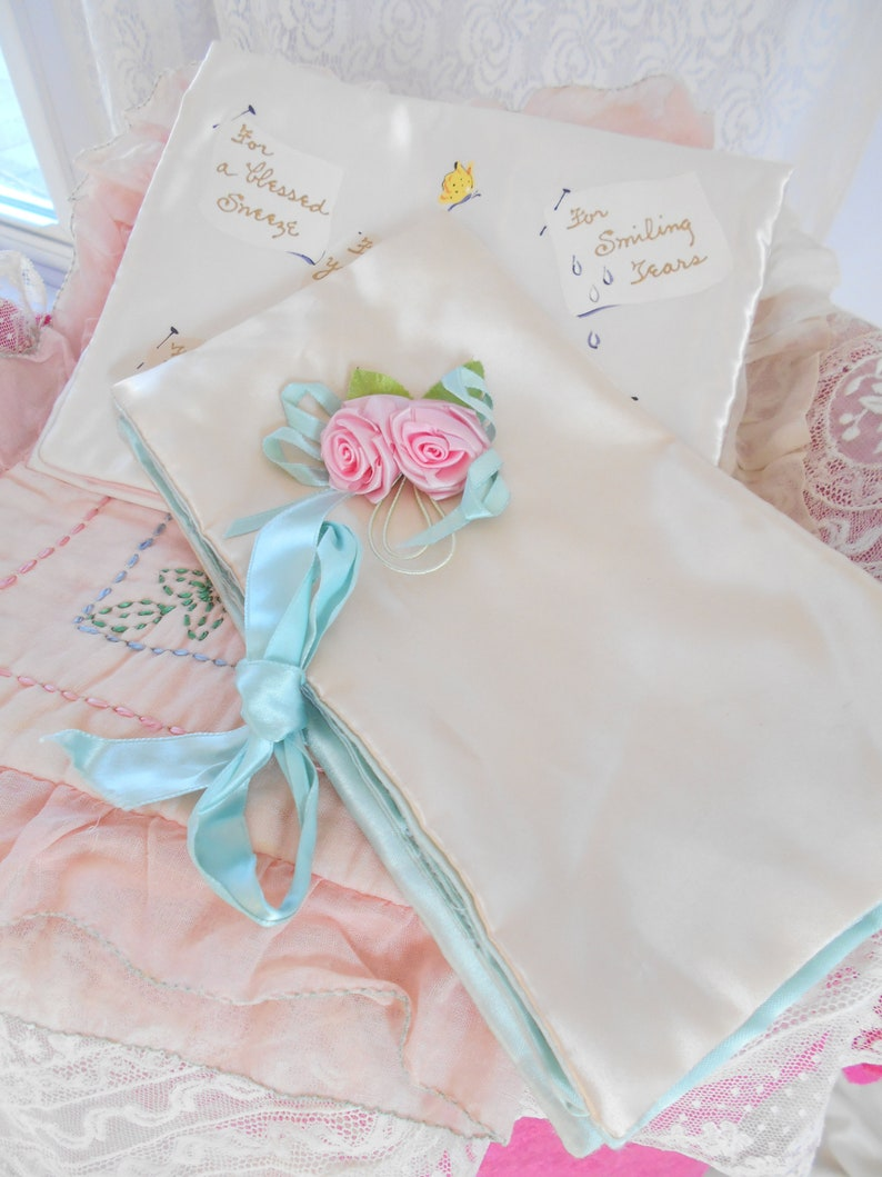Pretty 1940/'s Pale Pink /& Aqua Satin Jewelry BagHolder with Rose Buds
