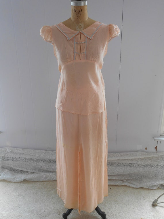 Pretty 1930s Light Peach Silk Pajamas/Loungewear/… - image 8