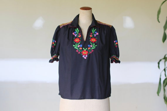 Vintage Floral Embroidered Romanian Folk Blouse l