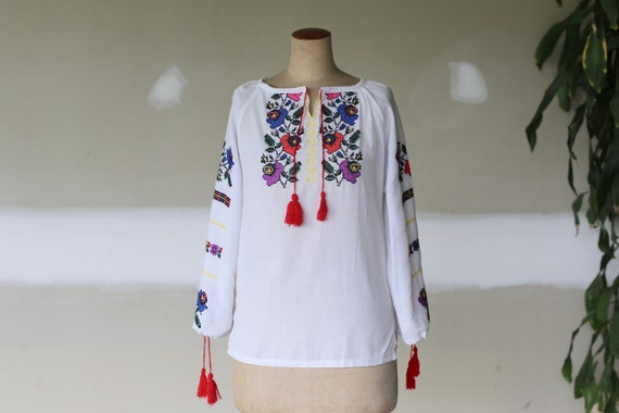 Vintage Romanian Embroidered Folk Blouse l Gypsy B