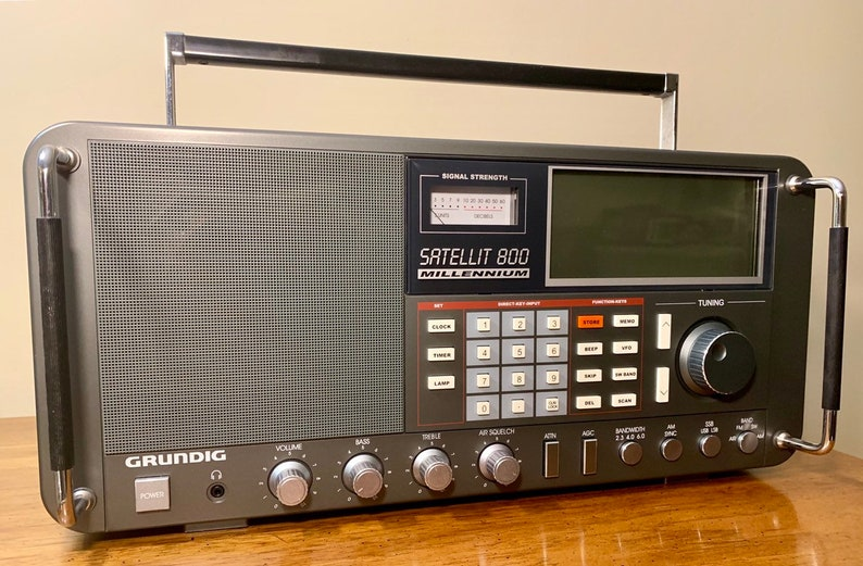 Grundig Satellite 800 Shortwave Radio