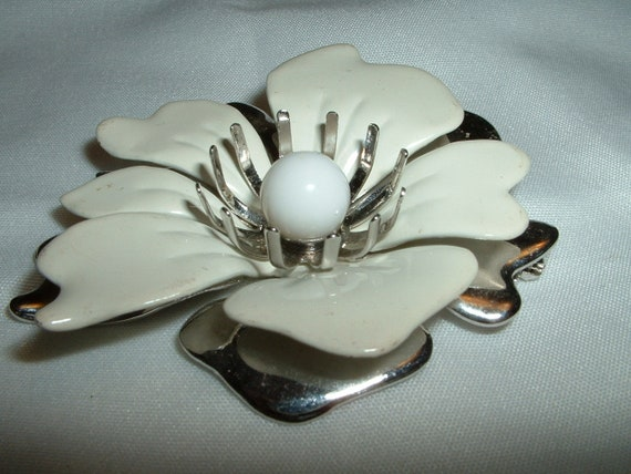 Vintage Sarah Coventry Silvertone Flower Pin and Earrings