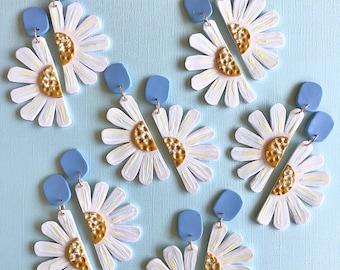 Daisy Earrings/ Flower Earrings/ Floral Earrings/ Daisy Jewelry/ Polymer Clay Earrings/ Statement Earrings/ Modern Earrings/ Cute Earrings