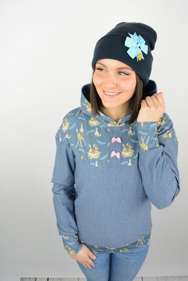 Hooded Sweatshirt Hoodie jeansblau Modes LONA with Roe motifs on Fit and Aperture with pink Bows LETZTE EXEMPLARE