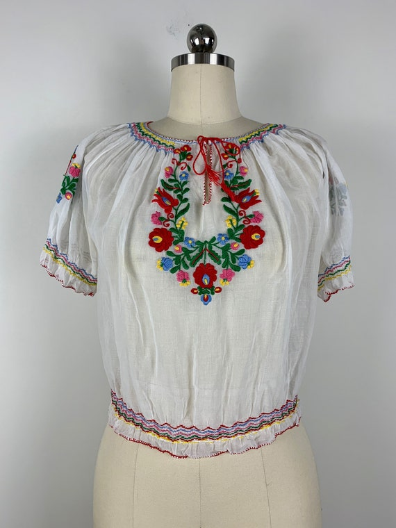 1930s Hungarian Embroidered Peasant Blouse [med/lr
