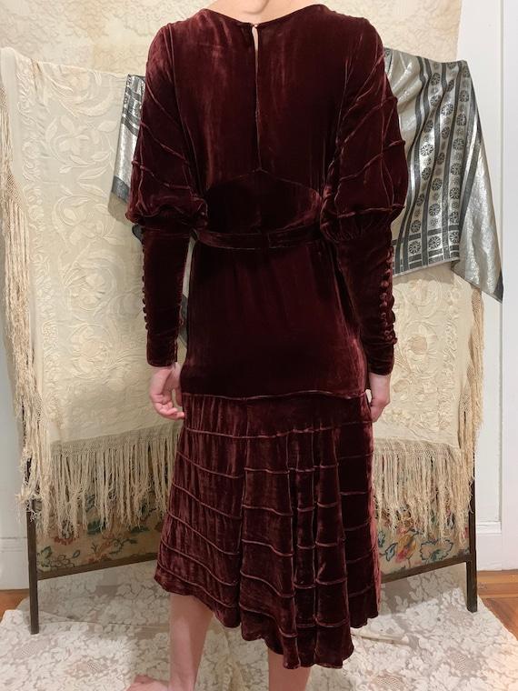 1930s Merlot Burgundy Silk Velvet Gigot Sleeve Ti… - image 6