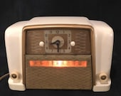 Vintage Art Deco Silvertone Ivory and Gold Bakelite Clock Tube Radio - 1948 - Mid Century Retro Decor