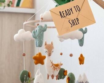 Mobile lama et cactus, mobile bébé lama, décor de crèche boho, cadeau de baby shower, style boho, cactus mobiles, berceau mobile