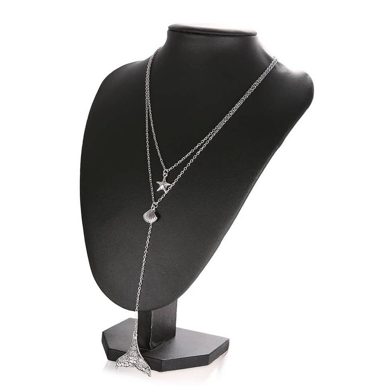 Multi-layered necklace with marine details