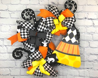 Candy Corn Halloween, Halloween Wall Décor, Halloween Front Door, Halloween Grapevine, Happy Halloween, Orange Black Wreath, Trick or Treat