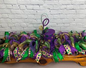 Mardi Gras Centerpiece, Top Hat Mardi Gras, Mardi Gras Ball Deco, Mardi Gras Deco, Sofa Table Mardi Gras Decorations, Purple Gold Green Deco