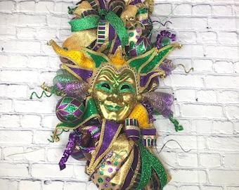 Mardi Gras Swag, Jester Mask Swag, Mardi Gras Ball Deco, Venetian Mask Decor, Purple Gold Green Deco, Mardi Gras Front Door Wreath