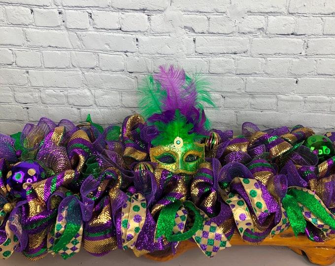 Mardi Gras Centerpiece, Jester Mask Swag, Mardi Gras Ball Deco, Mardi Gras Deco, Sofa Table Mardi Gras Decorations, Purple Gold Green Deco