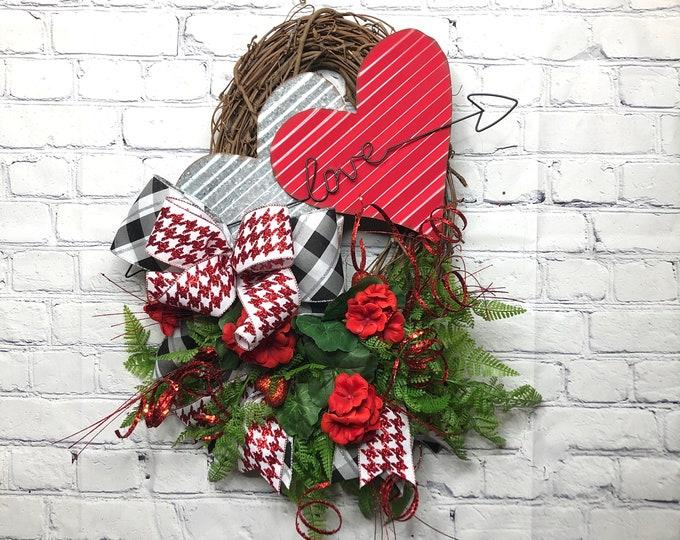 Happy Valentine's Day Metal Heart Decor, Valentine Farmhouse Wreath, Valentine Love Front Door Décor, Heart Door Décor, Wedding Shower Decor