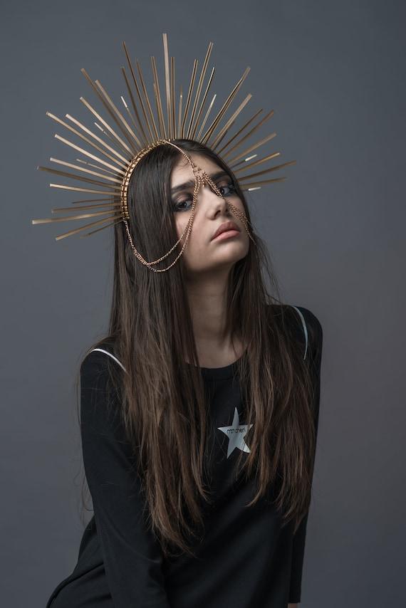 Halo Headband Met Gala Headpiece. Gold Spiked Halo Headdress Gold Saint Mary crown Gold Sun Goddess Sunburst crown Gold Halo crown