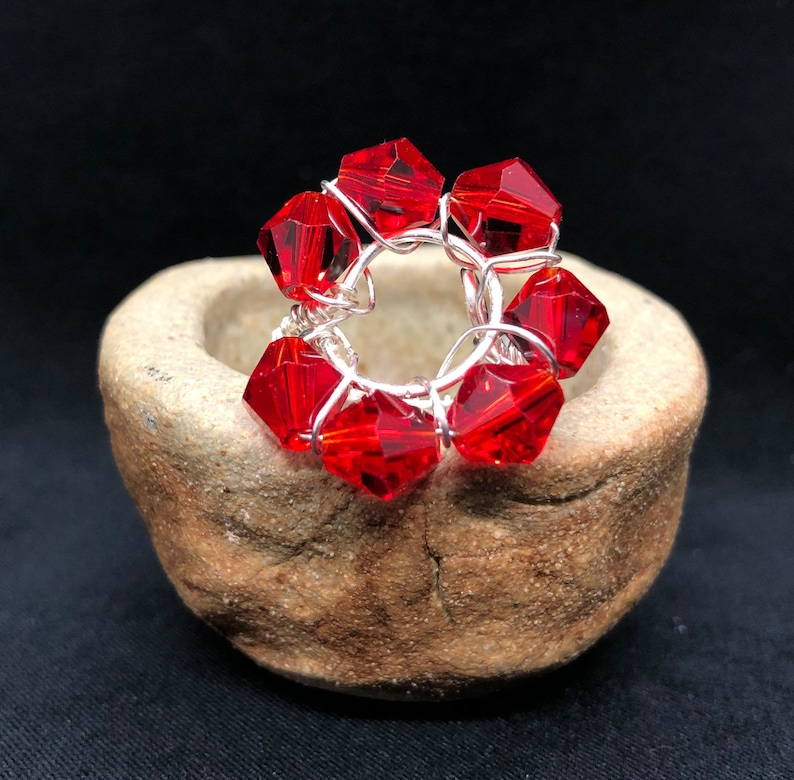 Silver Tone Wire Ring Red Glass Bead Flower Adjustable size 5-8