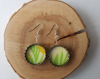 Upcycled beer caps earrings - Green foliage on yellow backgroung