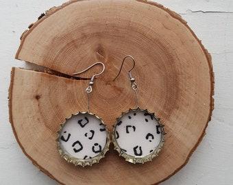 Upcycled beer caps earrings - Black & white leopard pattern