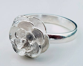 9c84679558 Ring for women with floral motif made in sterling silver. Anillo para mujer  con motivo floral hecho en plata de ley.