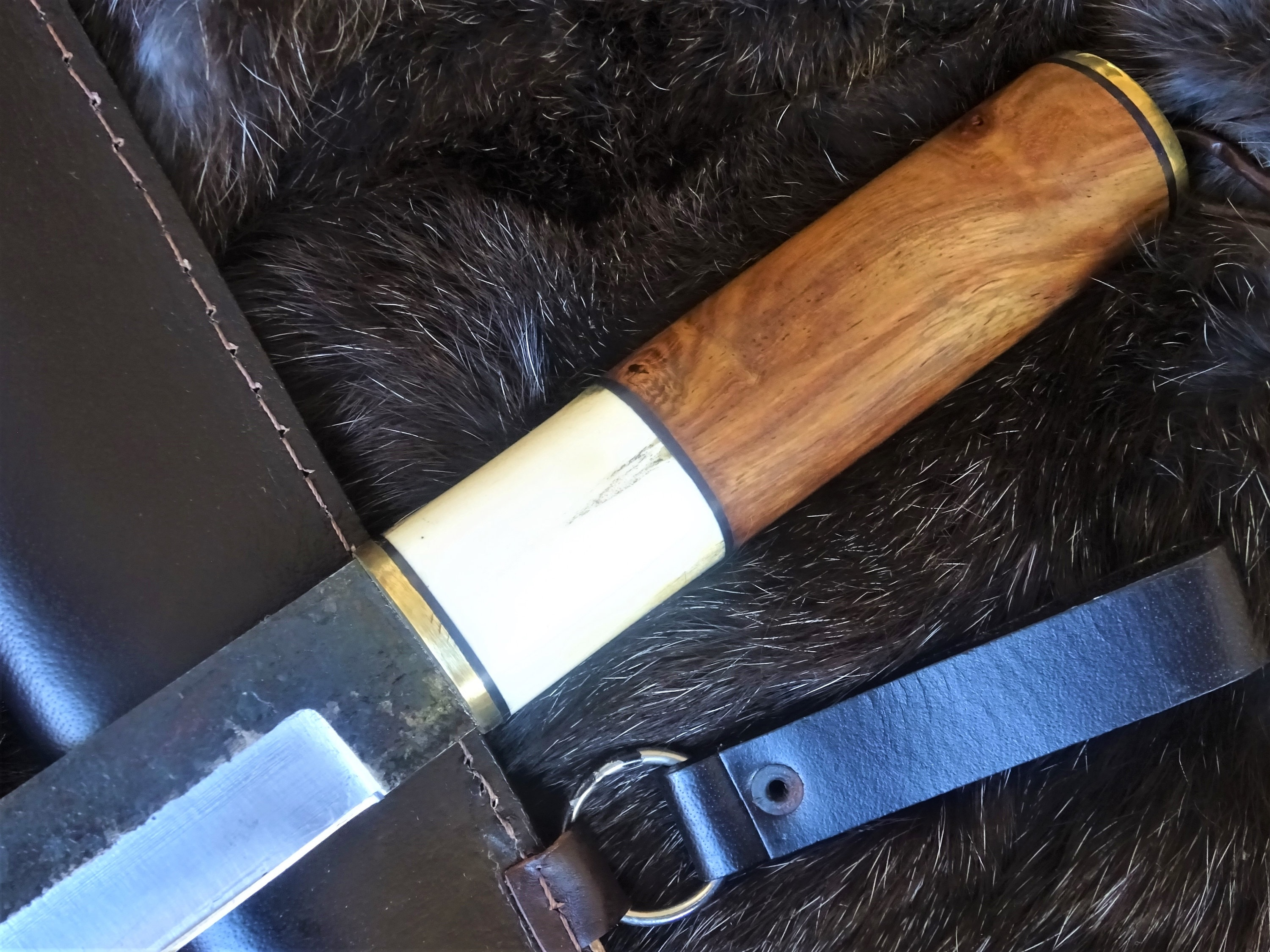 Large sax knife with sharp blade and fine handle 45 cm