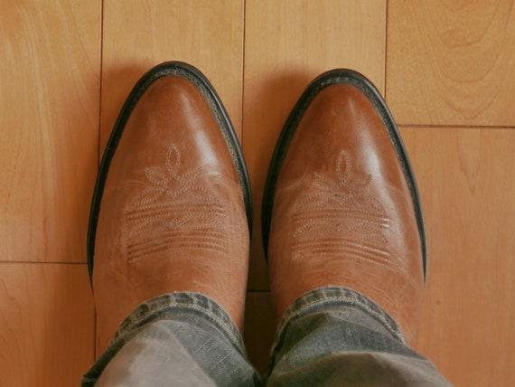 Women's cowboy boots size 8.5