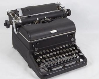 Underwood De Luxe Working Typewriter wUnique Slab Serif Font Incluces Case /& Key Free Shipping to Lower 48!